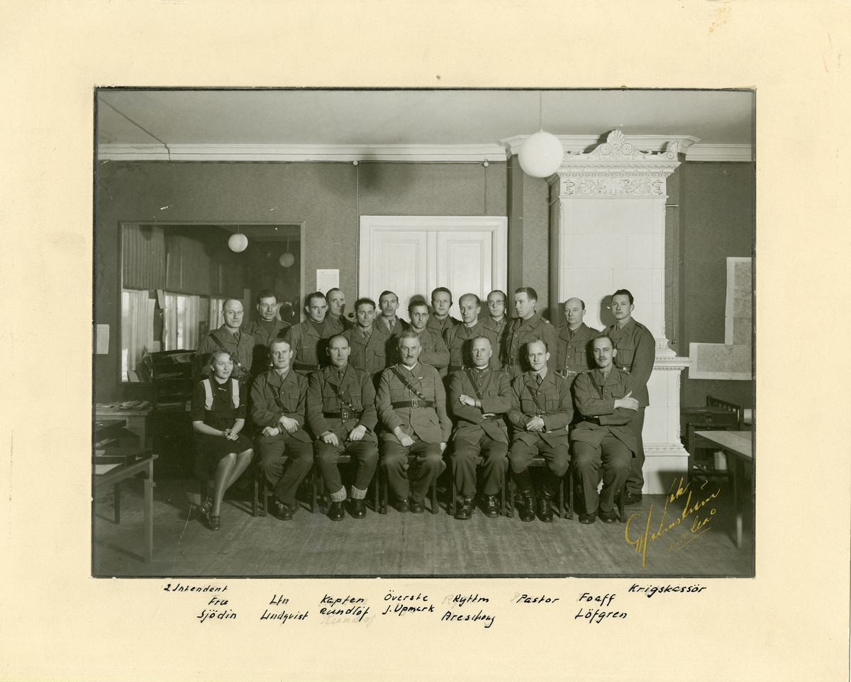 Grupporträtt av officerare (chef med stab) för Luleå försvarsområde. För namn, se bild nr. 2.