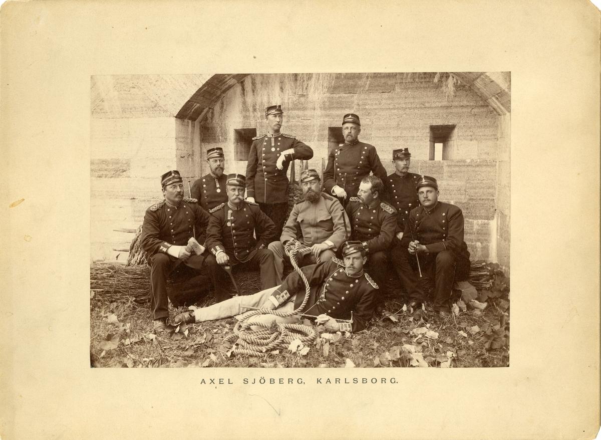 Deltagare i timmermanskursen samlade i värn, år 1886.