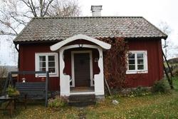 Ombytesstugan med uthus vid Huddunge hembygdsgård, Prästgård