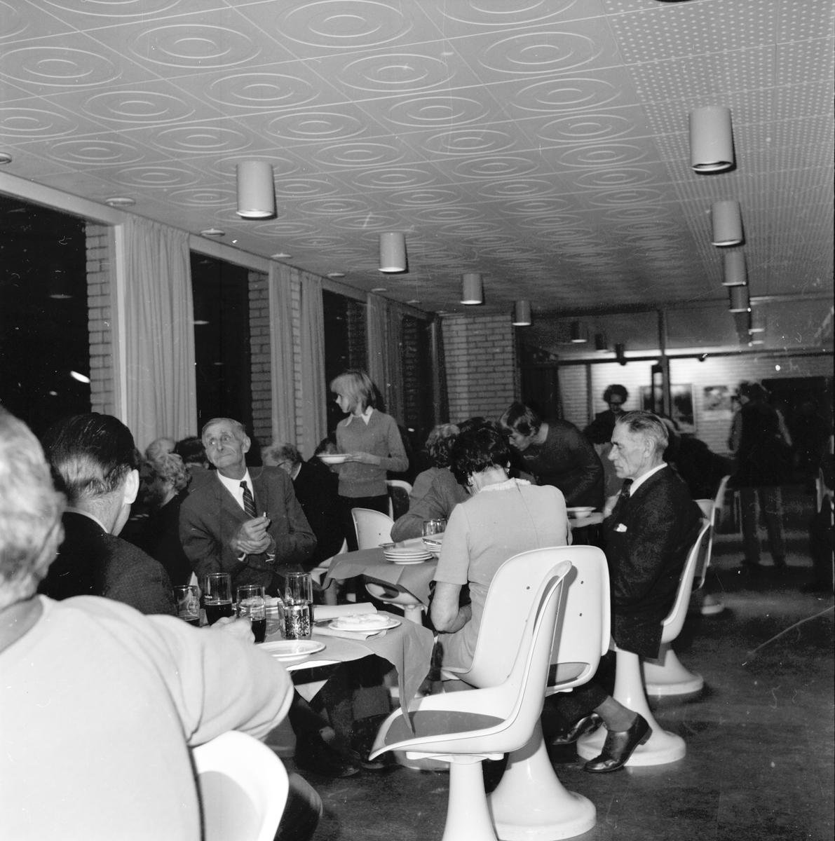 Arbrå. Röda Korsets julmässa. November 1970