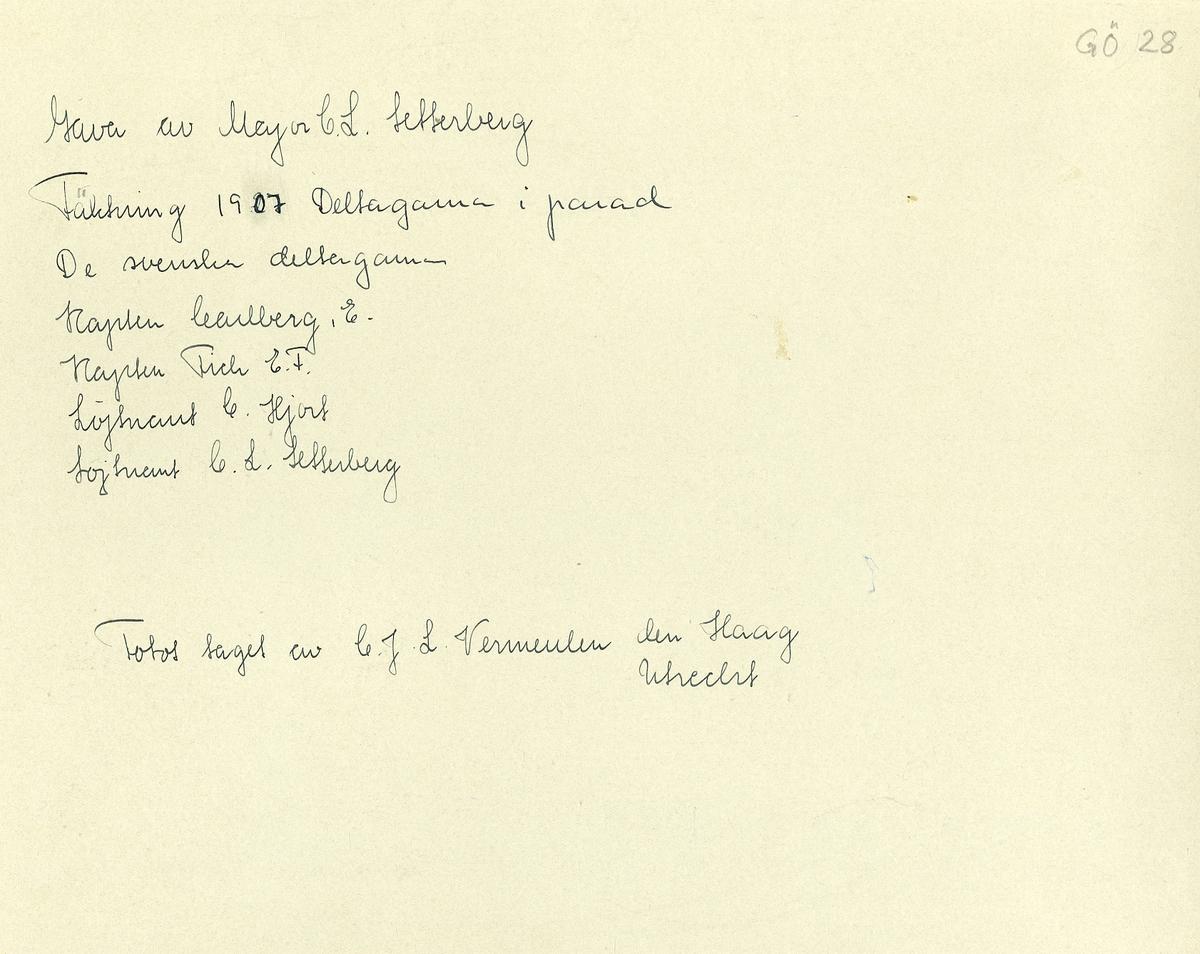 Grupporträtt av deltagare i fäktning parad 1907. För namn, se bild nr. 2 och 3.