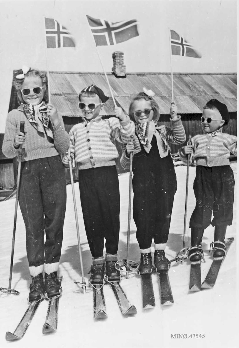 17. mai 1955. Fra v. : Anne Lise Gjelten, Ola Krog, Frøydis Gjelten, Rolf Egil Krogh.