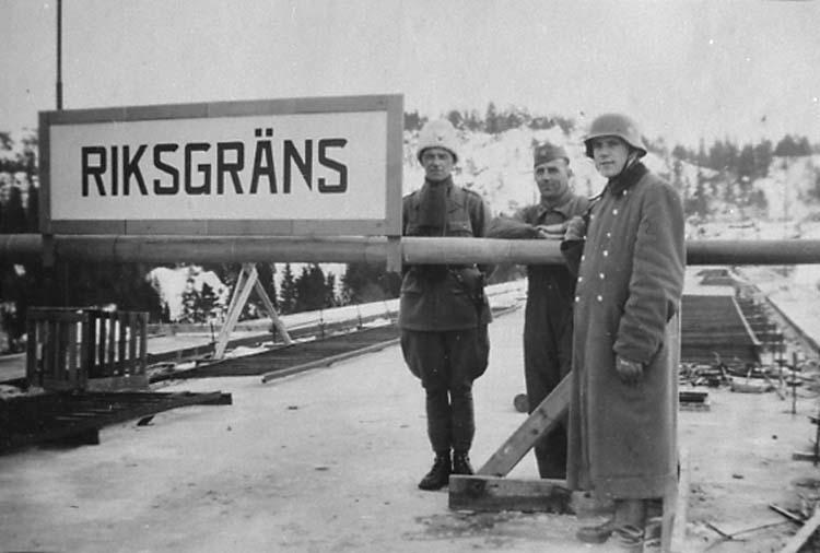 Ett möte mellan svensk och tysk bevakning på Svinesundsbron vintern 1941