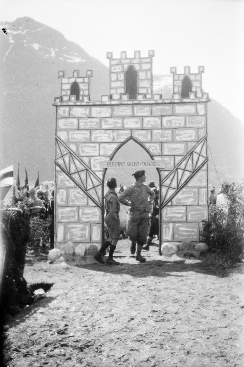 Landsleir i Åndalsnes 1928. Portal til speidere fra Bergen.
