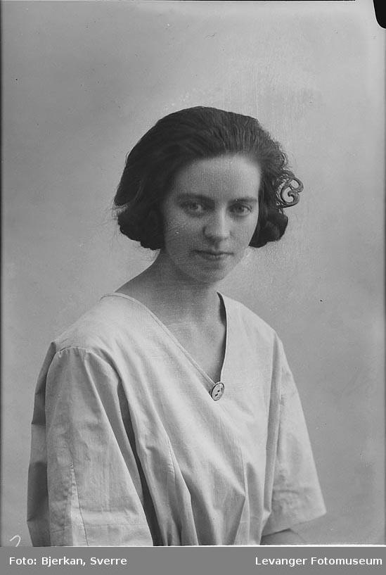 Portrett av Granås Elfrida.Portrett