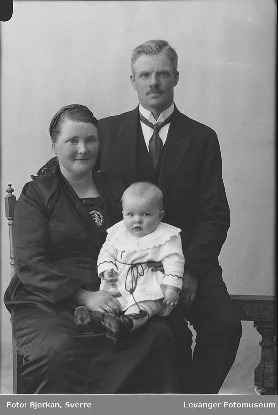 Gruppebilde av familien Fyldum