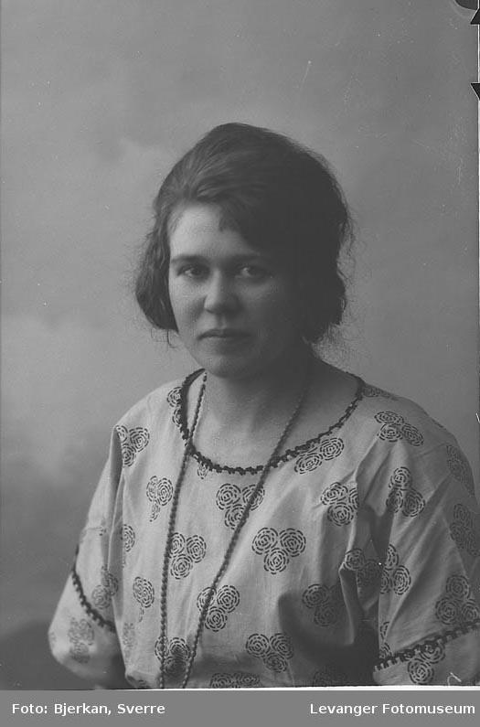 Portrett av Ingrid Hollmo