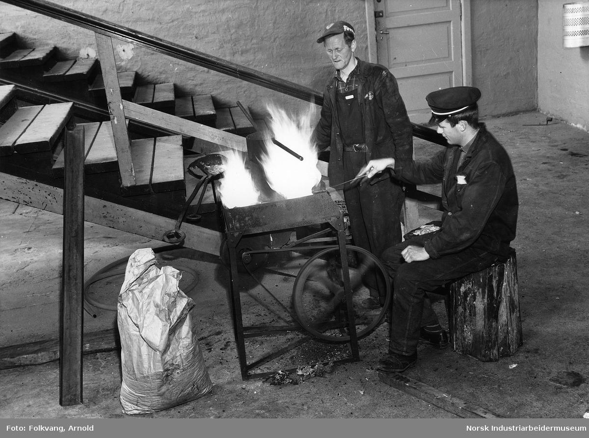 Krossobanen. Arbeider i forbindelse med firing av bærekabel.