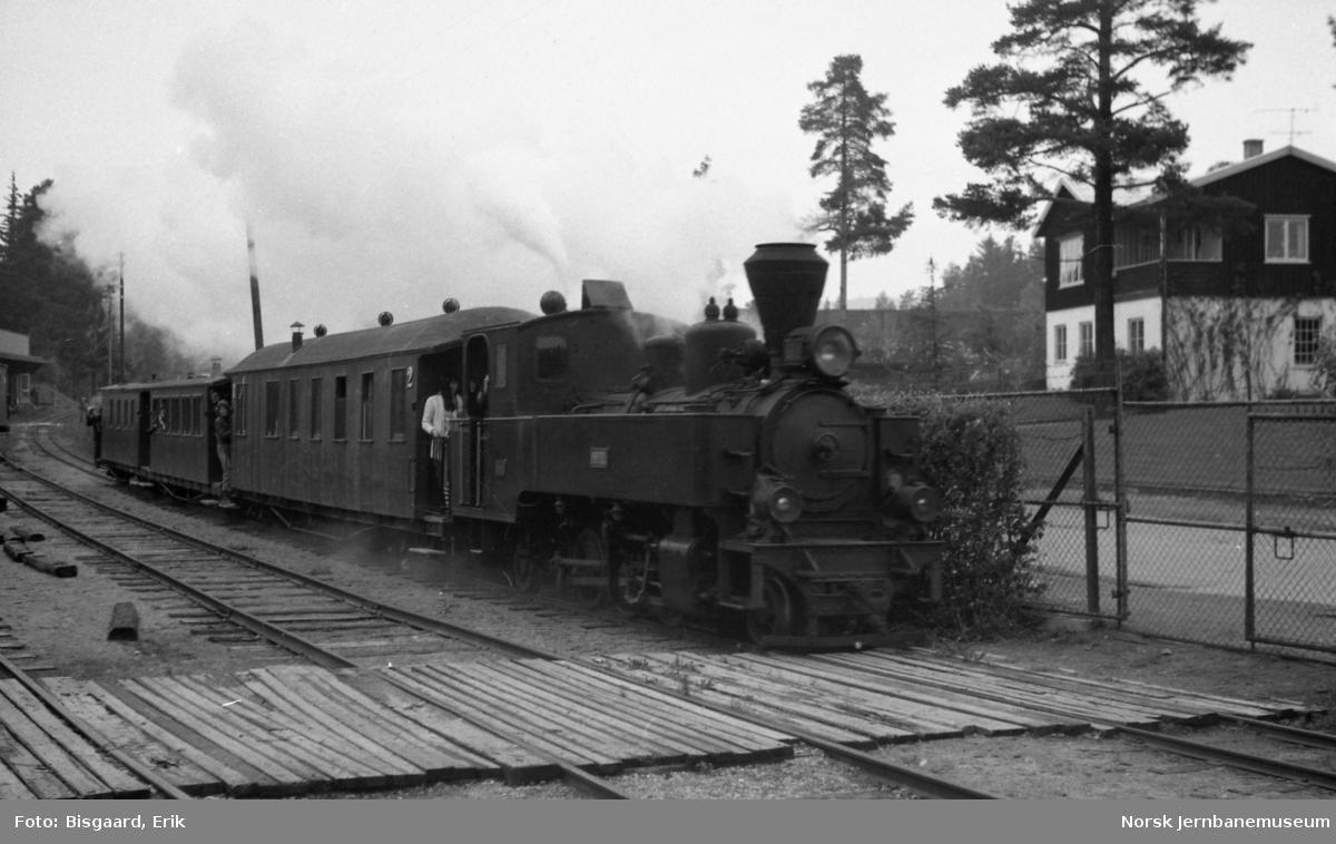 "Damplokomotivet ""Prydz"" med Tertitt-toget på Jernbanemuseet"