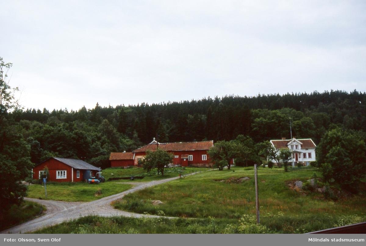 Bebyggelse på Taljegården 2 i Kärra, Mölndal, år 1985.