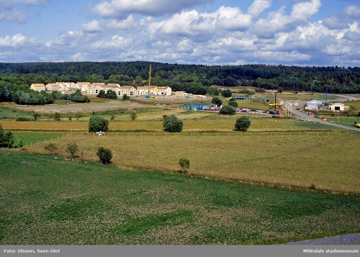 Eklanda i Mölndal, juni 1992. Eklandas byggnation från Ericssons bygge, numera annan ägare. E 3:27.