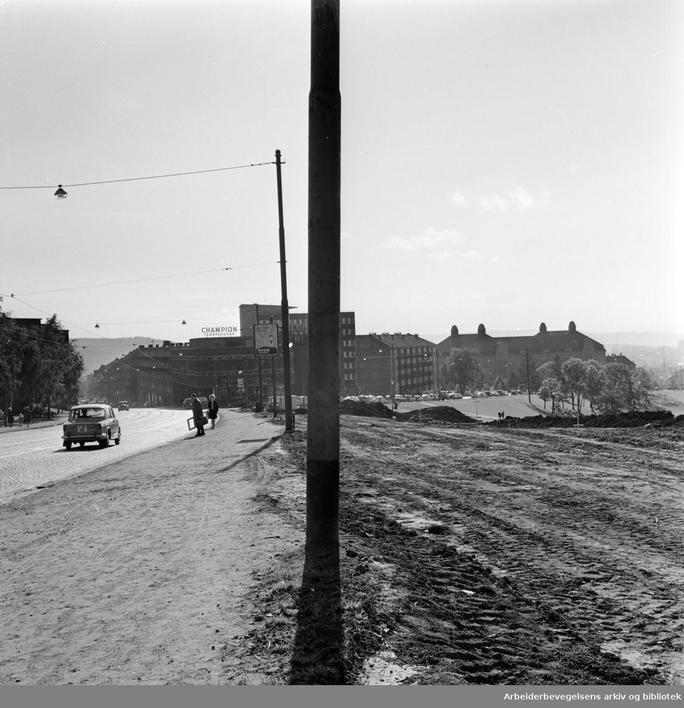 Trondhjemsveien. Utvidelse av Trondhjemsveien mellom Sinsenkrysset og Mailundveien. September 1962