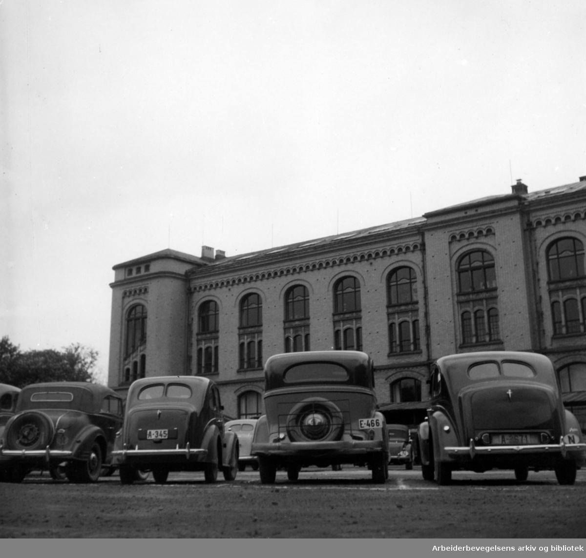 Tullinløkka, parkeringsplassen. Mai 1948