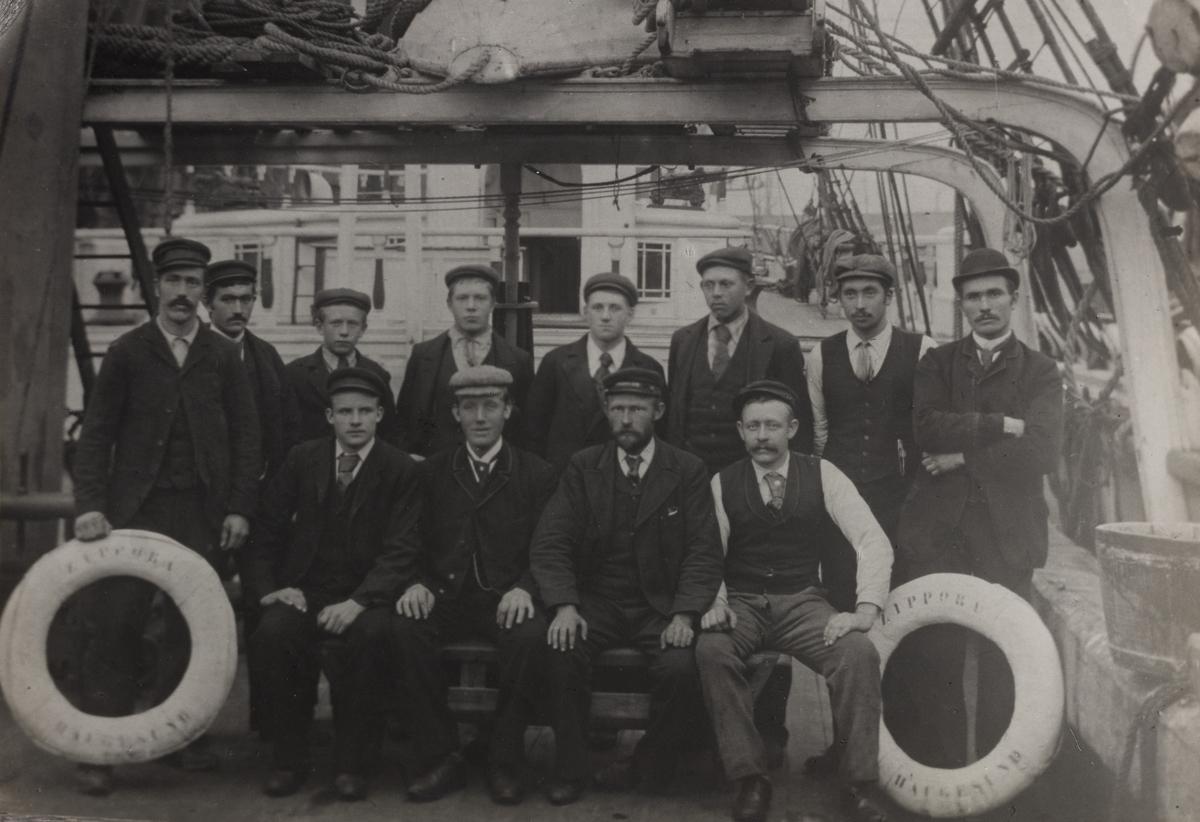 "Mannskapsbilde - Fragatt ""Zippora"" 1898"
