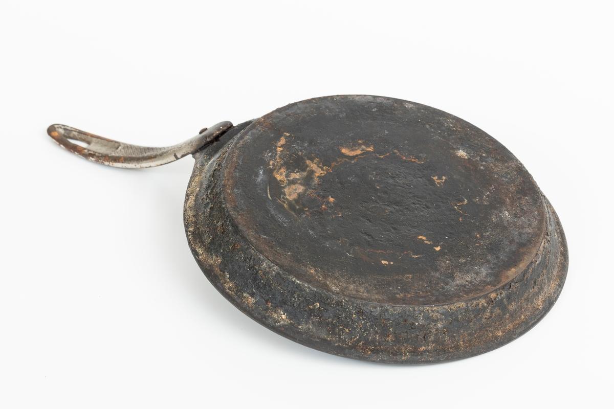 Jernpanne med rustflekker