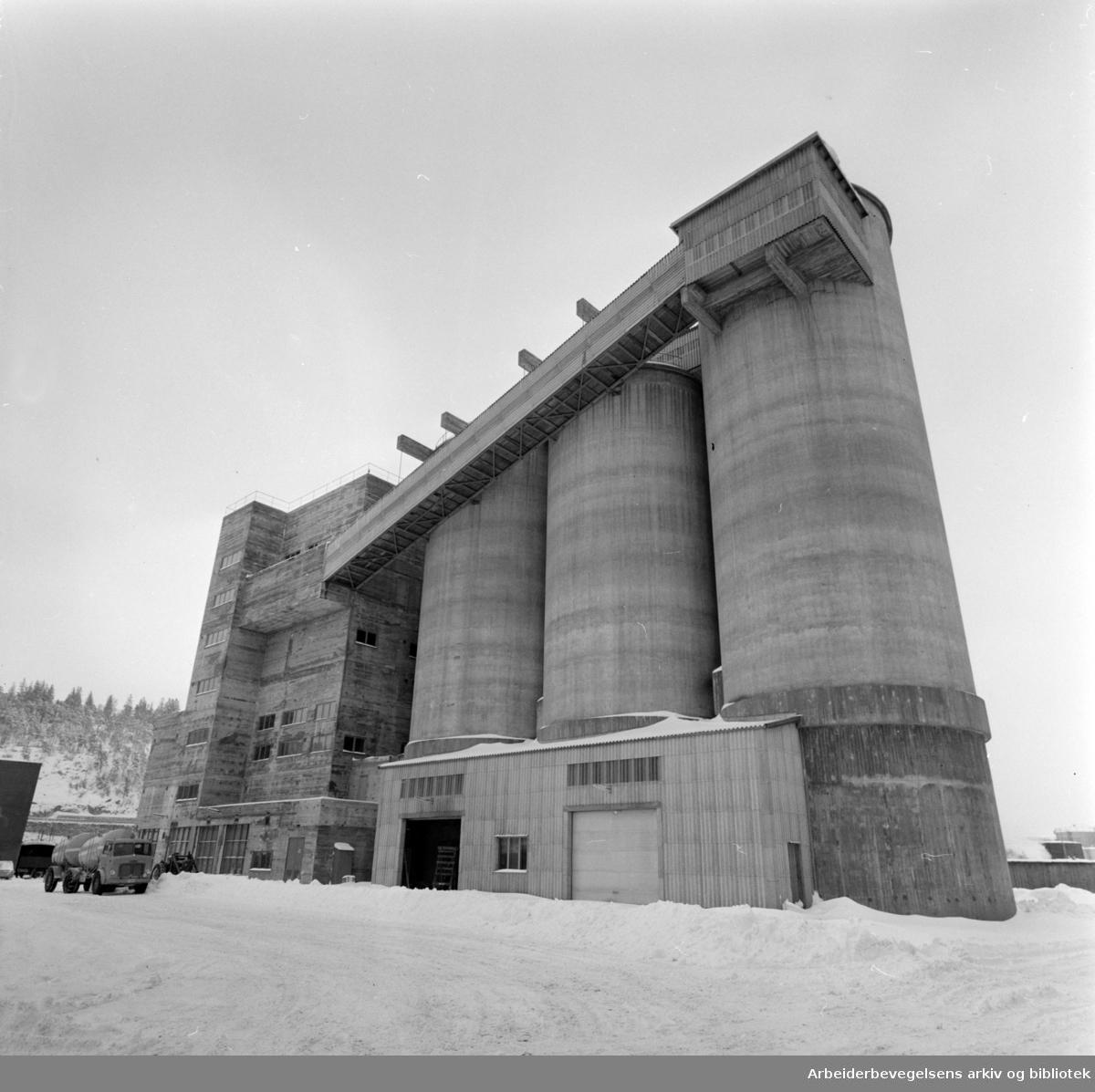 Sjursøya.Kornsiloen.Mars 1960