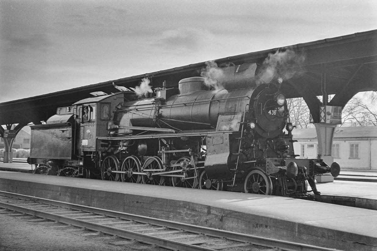 Damplokomotiv type 26c nr. 436 på Trondheim stasjon. Lokomotivet er på prøvetur etter revisjon på Marienborg Verksted.