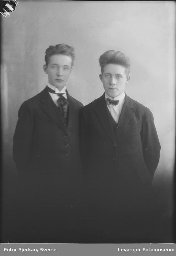 Portrett av to menn, trolig brødre. En av dem heter Ragnar moan