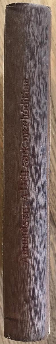 Bok, Amundsen, Roald: A Déli Sark meghóditása. Budapest 1924. Mrk:To Capt. RA with the editors compliments. Budapest 1924. Halász Gyula. Beige- og brunmønstret forside, brun rygg.