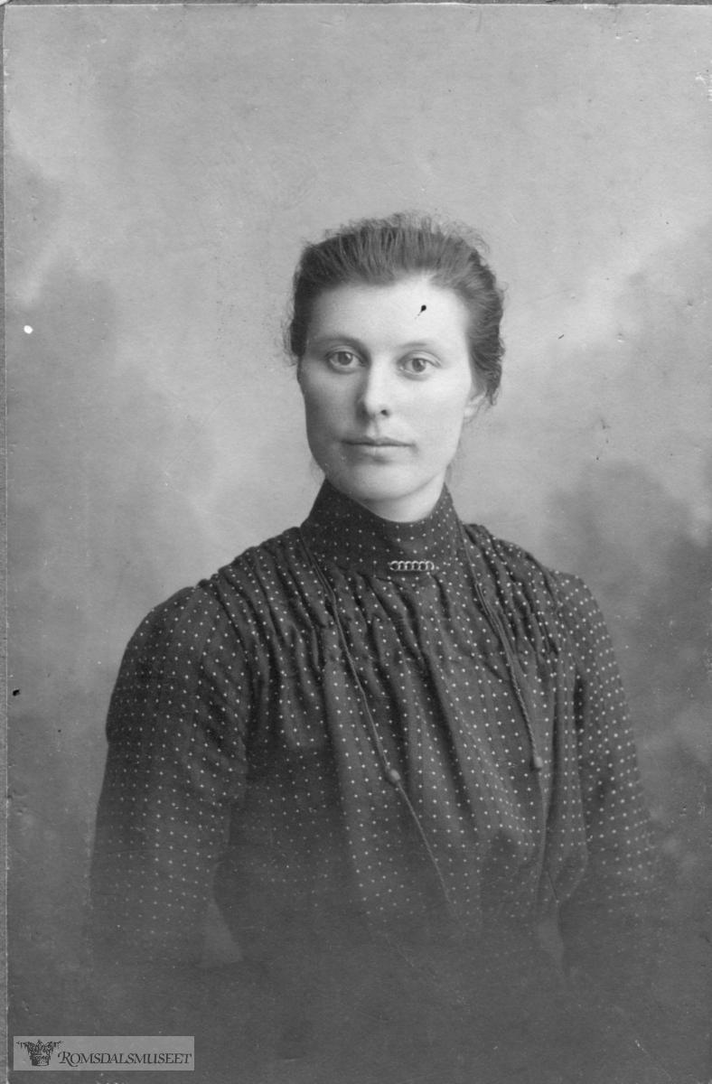 Halvsøster til Inger Anna Staurset Blø, g.m. Peder Laurits Blø.