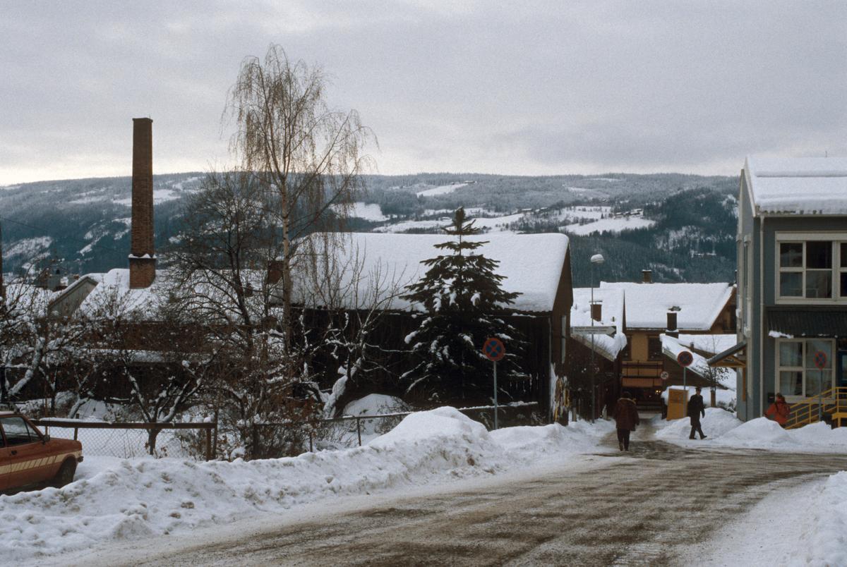 Lillehammer, sentrum, bebyggelse, uthus til G. C. Lundes eft. A/S, Fossegutua ned mot Storgata, mot sør-vest