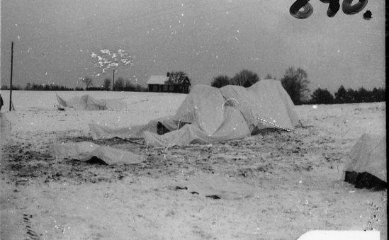 Vintermaskerad pjäs, i trakten av Bredaryd.