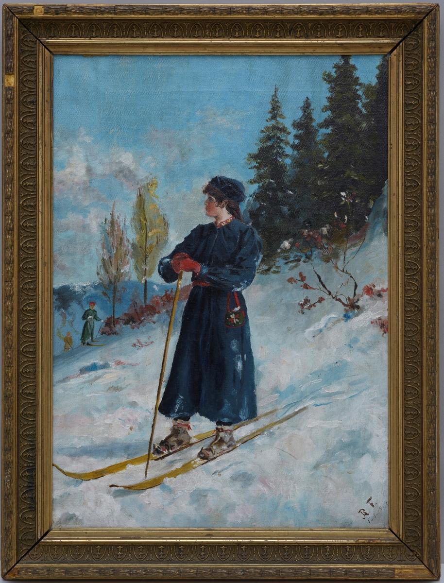 Vinterlandskap med en kvinnelig skiløper i forgrunnen, og i bakgrunnen til venstre to skiløpere.