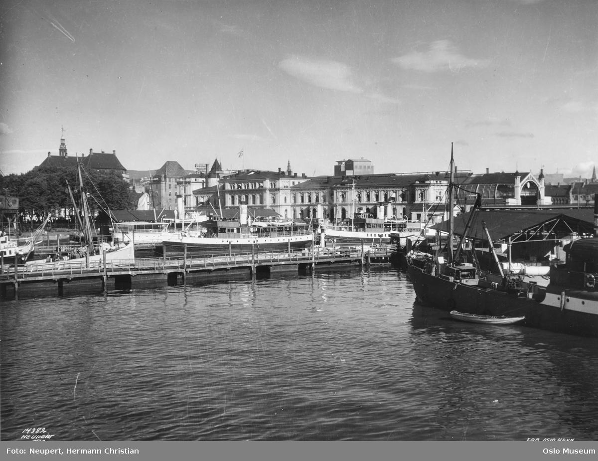 havn, Østbanestasjonen, dampbåter, forretningsgårder, Folketeatrets scenetårn
