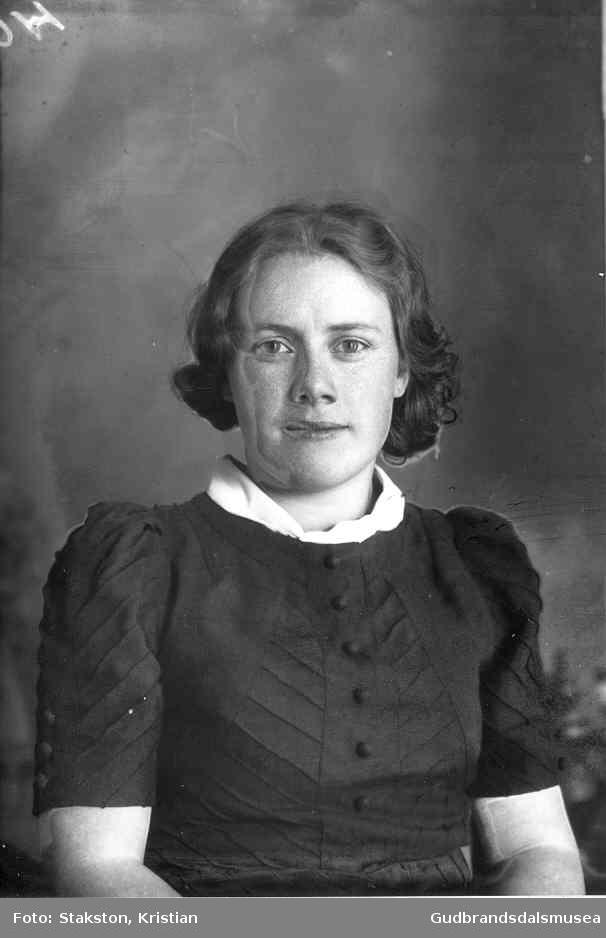 Rønnaug Brandsarbakken (f. 1917 g. Strømstad)