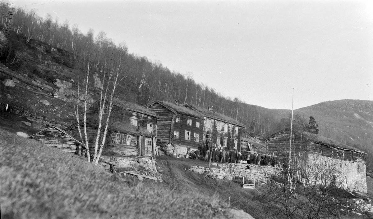 Bjorlihaugen, Bjorli Gardstunet fotografert under tilstelning, bryllup se bilde STB-043 og 044  Hus 3 fra v  flyttet til nyreisningbruket Nyheim 1933