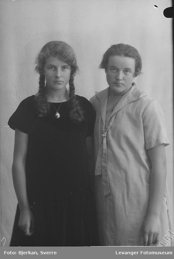 Portrett, trolig av to søstre. En av dem heter Gudrun Nordenborg