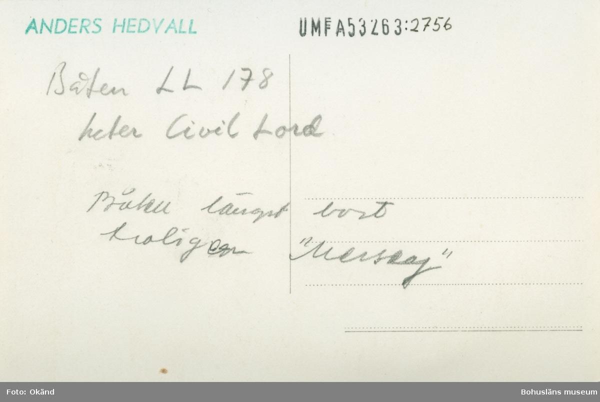 """Tryckt text på kortet: """"Mollösund.""""  Noterat på kortet: """"Båten LL178 heter Civil Lord. Båten längst bort troligen """"Merseaj?""""."""