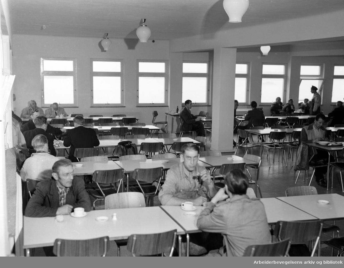 Wilhelm Wilhelmsens nye velferdsbygg. Interiører. August 1954