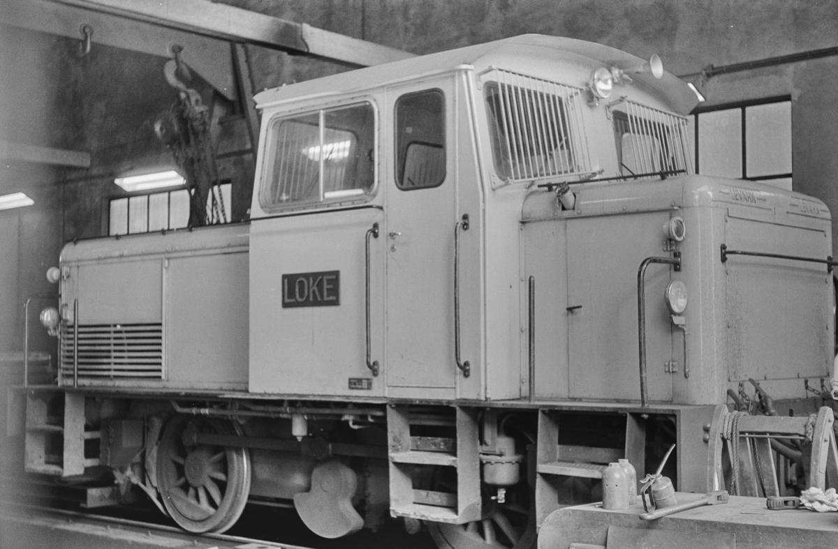 Sulitjelmabanens diesellokomotiv LOKE i lokomotivstallen på Lomi.
