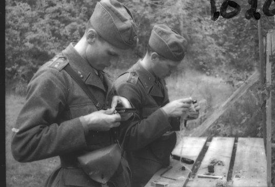 Vapenvård på pistol m/1907.