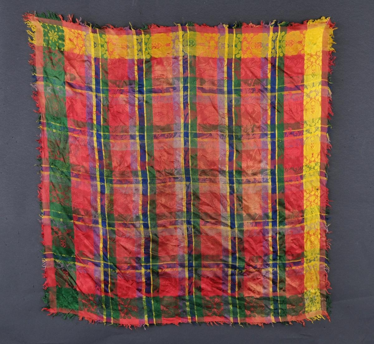 Fleirfarga, rutete silketørkl med innvove blomemønster. Kvadratisk.