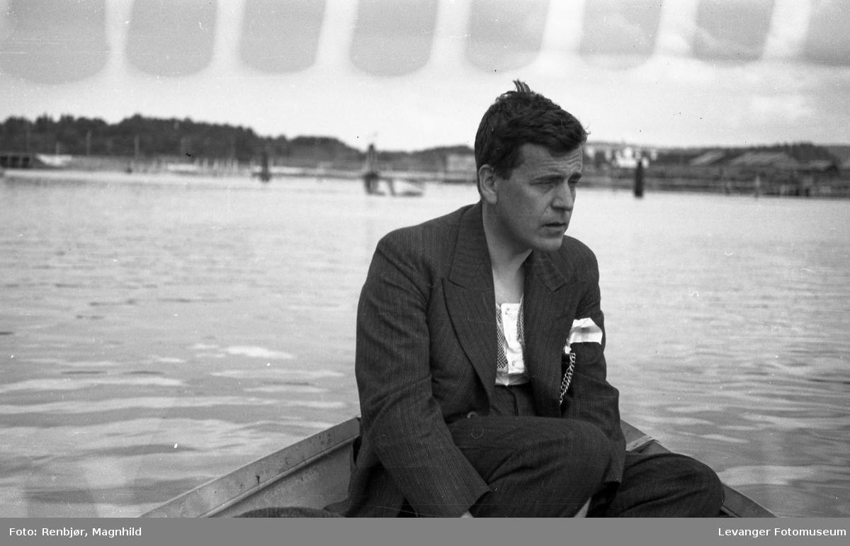 Harald Renbjør i båt.