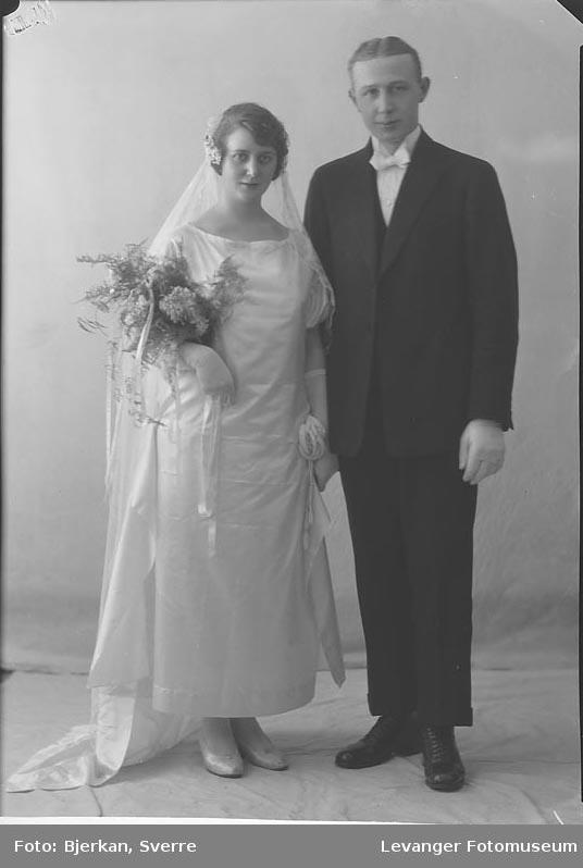 Portrett av et brudepar en av dem har etternavnet Ottosen fornavn ukjent