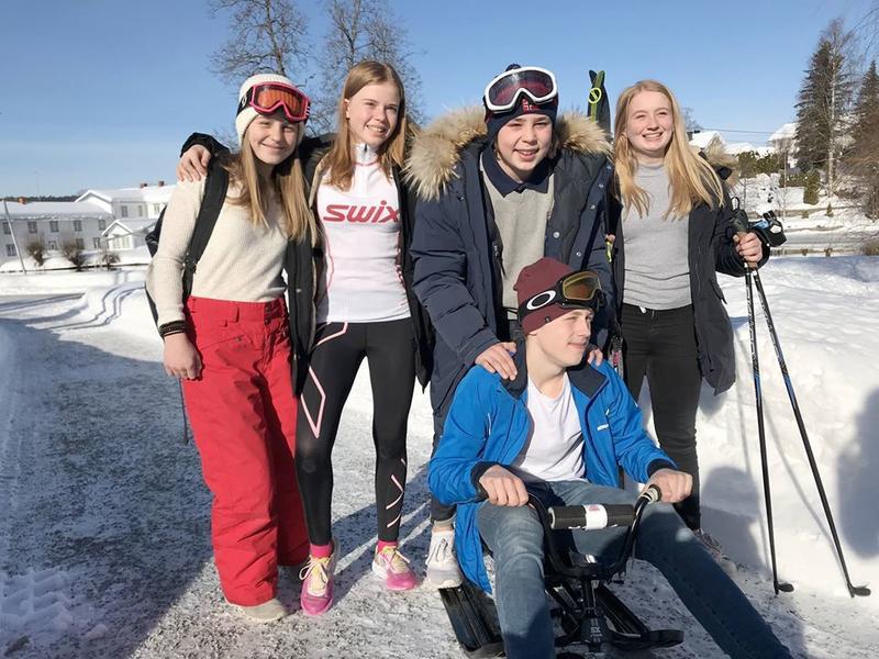 Gruppa fra Nannestad fremførte sin idé som et rollespill med både ski og kjelke på scena. Idéen om et eget lokalt OL for ungdom i bygda ble premiert med en tredjeplass. (Foto/Photo)
