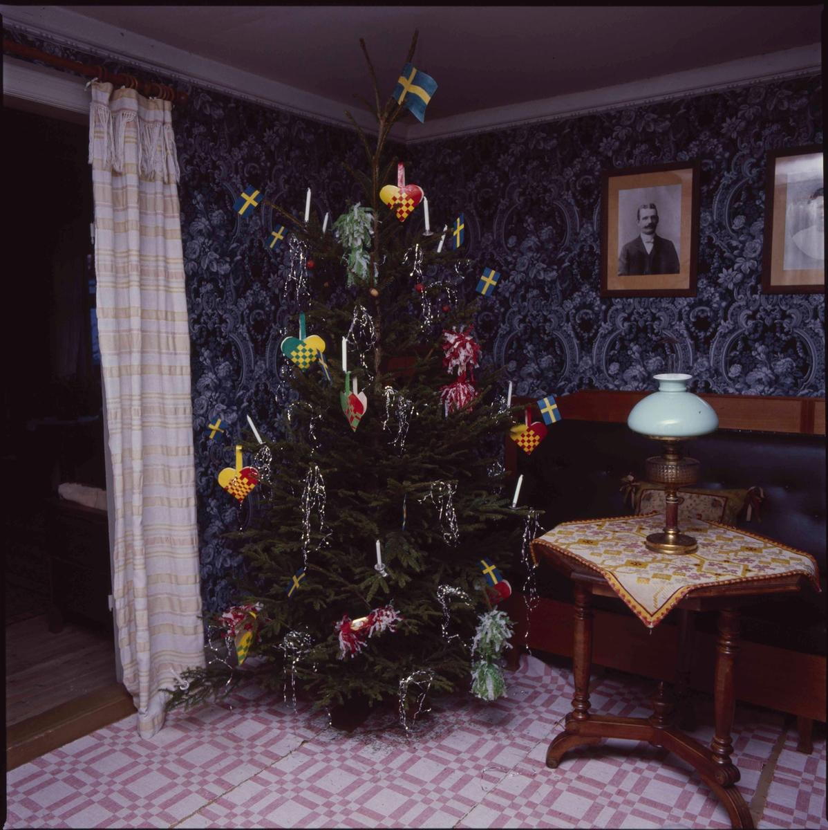 Julgran i Väla skola.