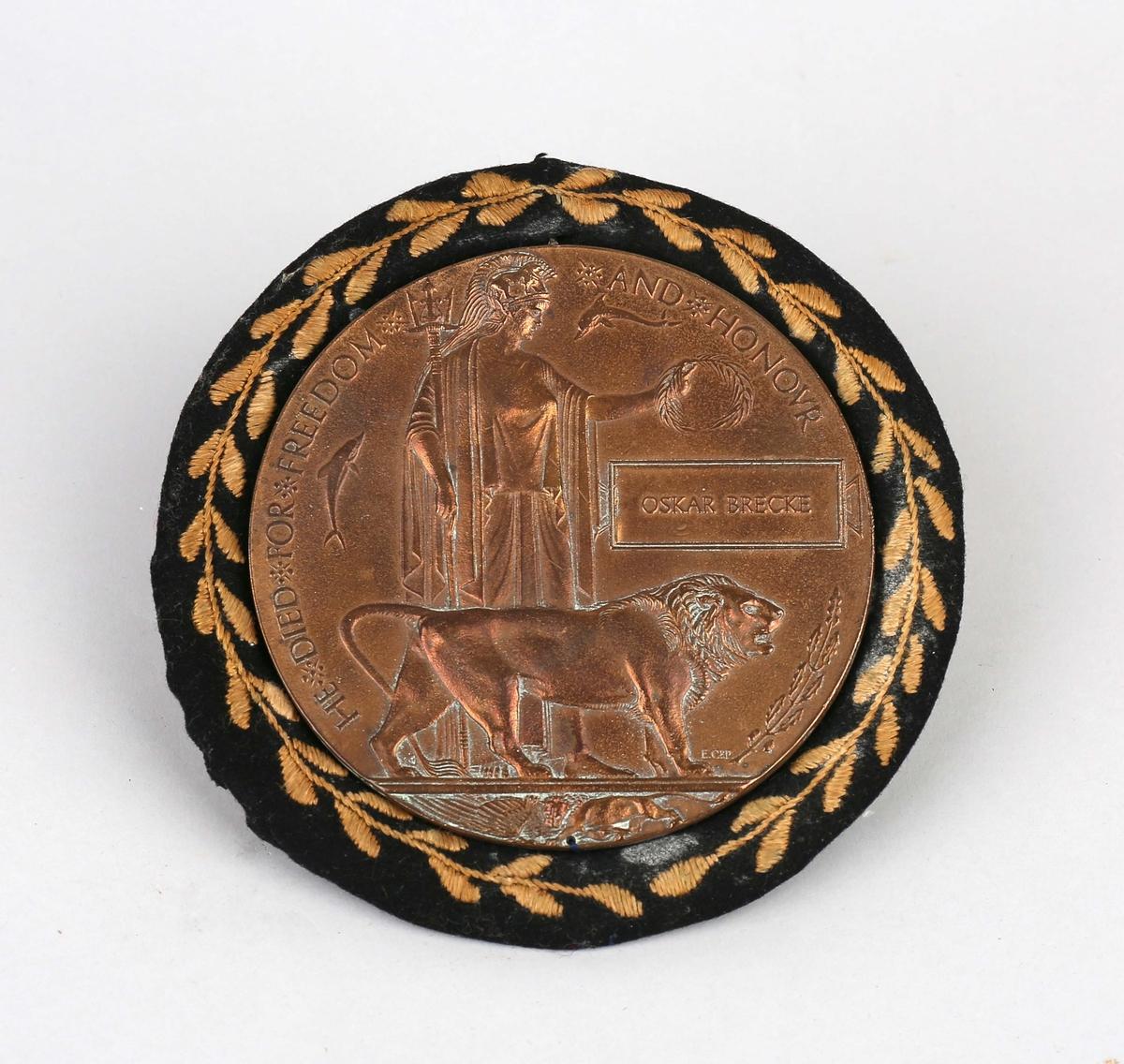 Plakett med motiv av romersk keiser og løve.