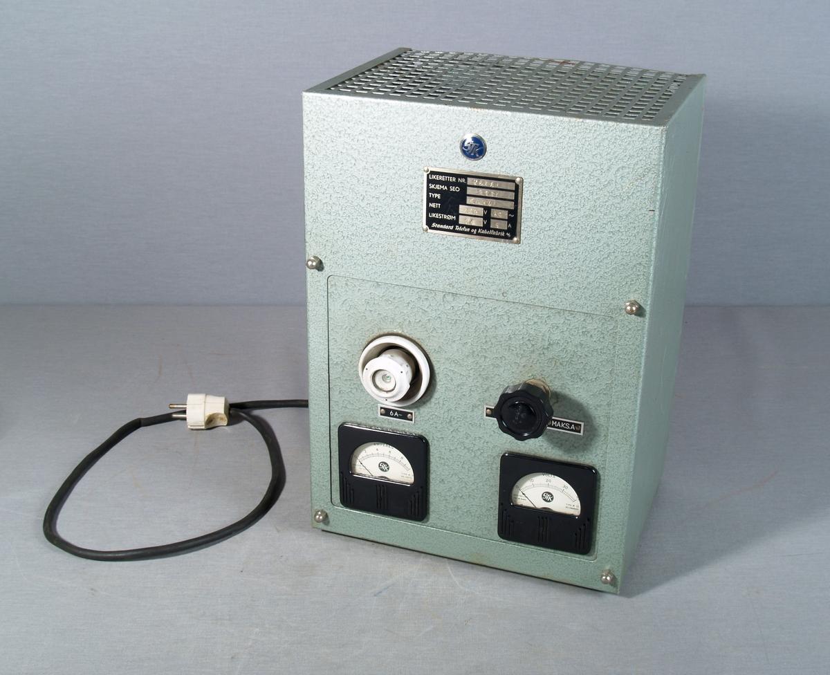Vegghengt likeretter brukt ved lading av batterier. I front amperemeter og voltmeter, 6 ampere skrusikring og visere for min. og max A.