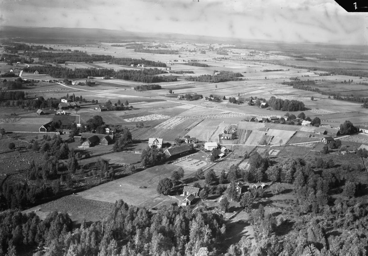 Flygfoto över Ås i Gislaveds kommun. Nr. C. 2708