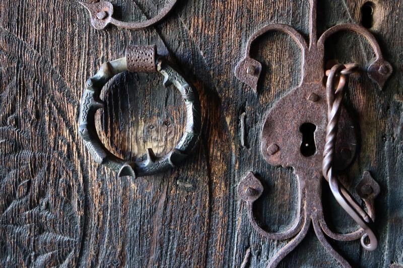 Dør til loft fra Ose, Setesdal, Norsk Folkemuseum. Foto: Astrid Santa, Norsk Folkemuseum.