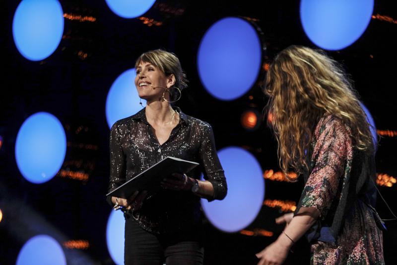 Kari Bremnes ble offisielt innlemmet i Rockheim Hall of Fame av Ida Jenshus.