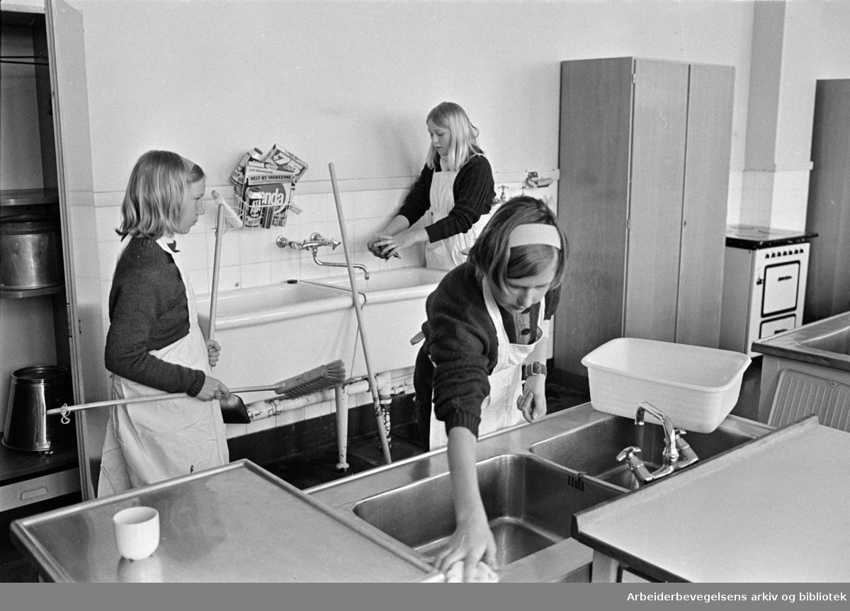 Kjelsås skole. Husstell. April 1969
