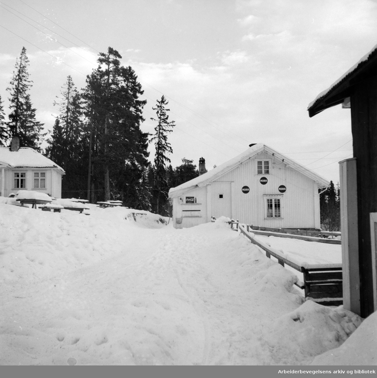 Nordmarka: Trollvannstua. Januar 1953