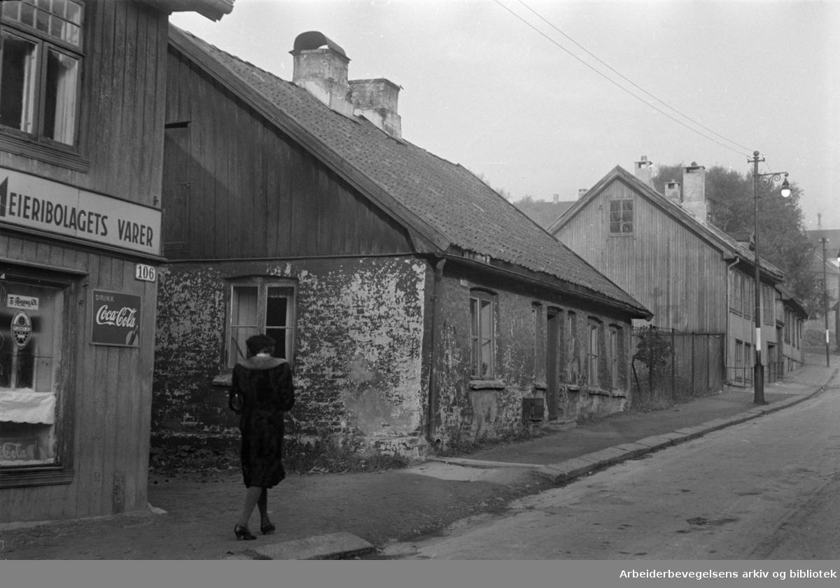 Maridalsveien: Gamle hus på Sagene rives. Desember 1957