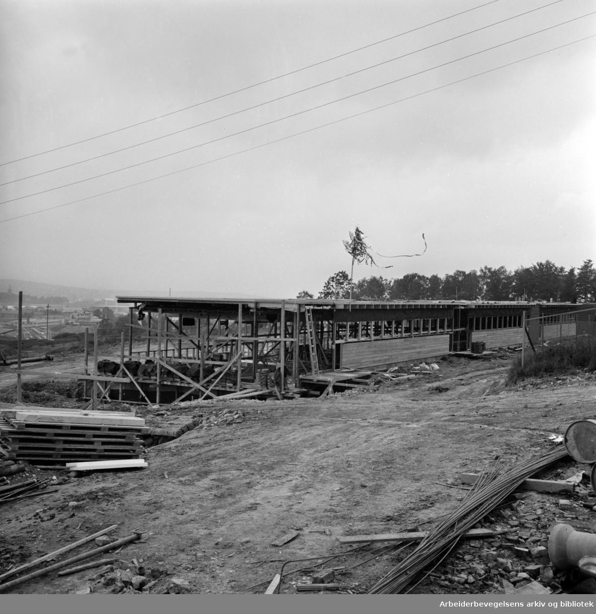 Linderud folkeskole. 10 rom ferdig til 17. august. Juni 1964