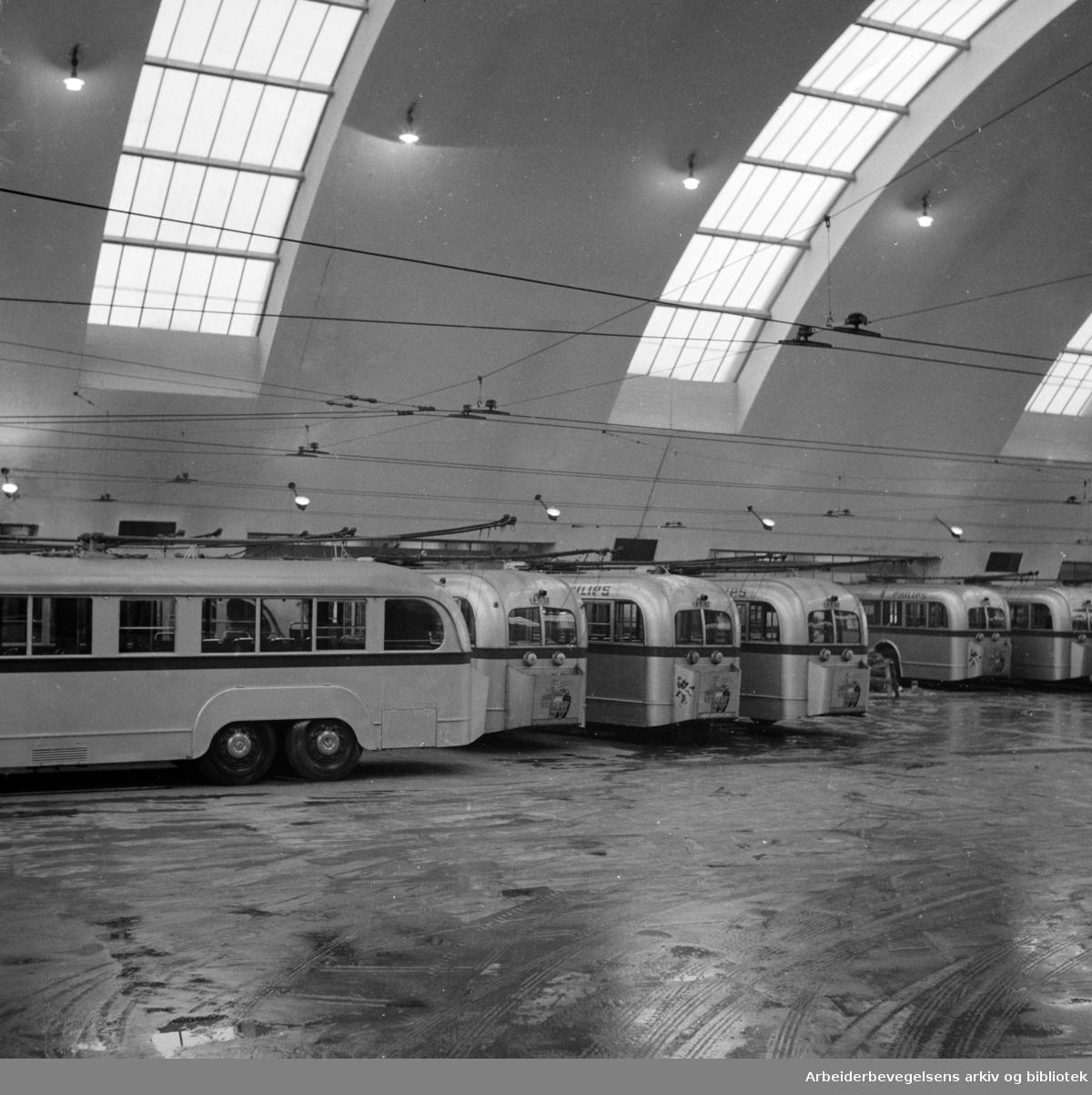 Korsvoll: Busshallen. Desember 1948